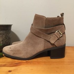 Ann Klein REAL SUEDE Booties